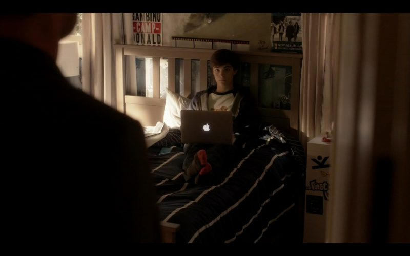 Apple Macbook Pro 13 - Ray Donovan - TV Show Product Placement
