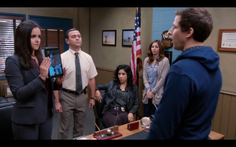 Apple iPad - Brooklyn Nine-Nine - TV Show Product Placement