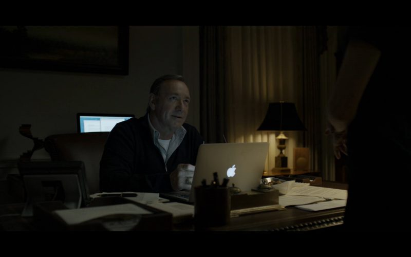 Macbook Pro 15 & Frank Underwood – House of Cards (1)