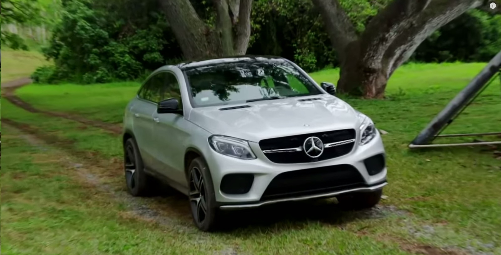 Mercedes benz gle 450 amg coup jurassic world 2015 for Camioneta mercedes benz