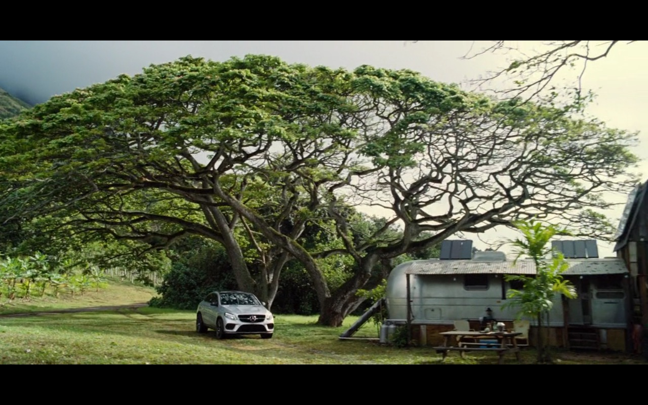 Mercedes-Benz GLE Product Placement in Jurassic World 2015 (1)