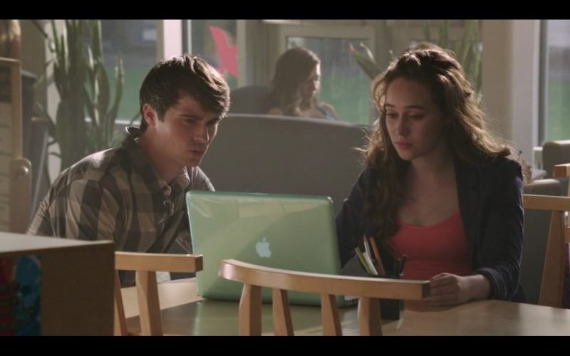 Apple MacBook Pro – Into the Storm (2014) - Movie Product Placement