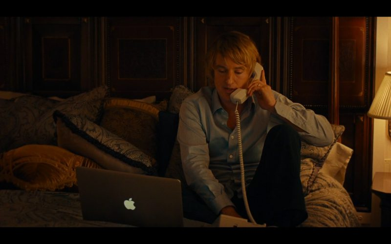 Apple MacBook Pro - She's Funny That Way (2014) - Movie Product Placement