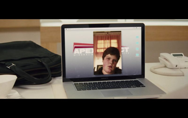 Apple MacBook Pro - Unfinished Business (2015) - Movie Product Placement
