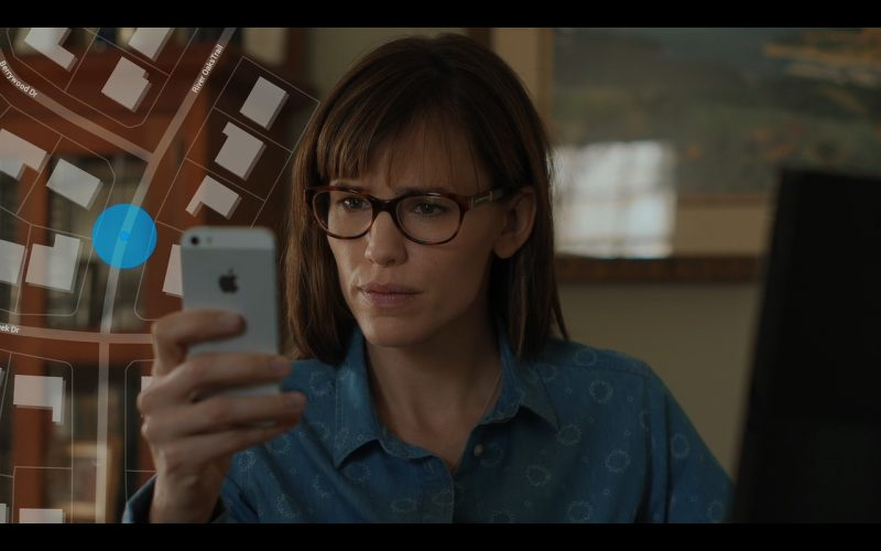 Apple iPhone 5 - Men, Women & Children (2014) Movie Product Placement