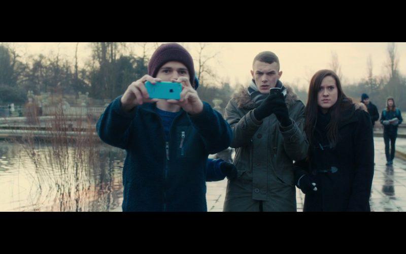 Blue Apple iPhone 5C – Survivor (2015) - Movie Product Placement