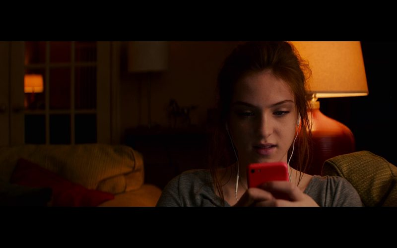 Apple iPhone 5C - Poltergeist (2015) Movie Product Placement