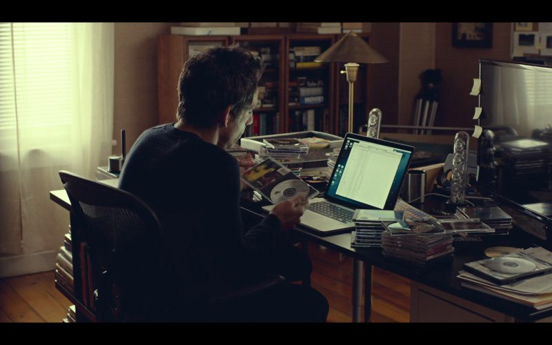 Macbook – While We're Young (2014) Movie Product Placement