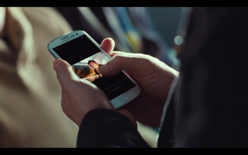 White Samsung Galaxy S3 – Non-Stop (2014) Movie Product Placement