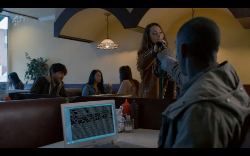 Acer Notebook - Humans - TV Series Product Placement (3)