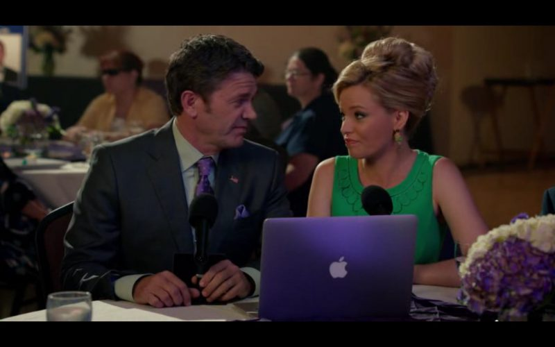 Apple MacBook – Pitch Perfect 2 (1)