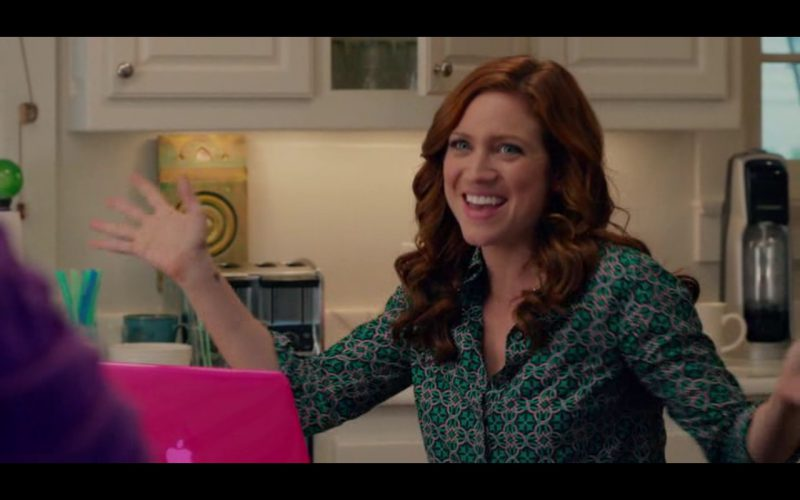 Apple MacBook – Pitch Perfect 2 (2015) - Movie Product Placement