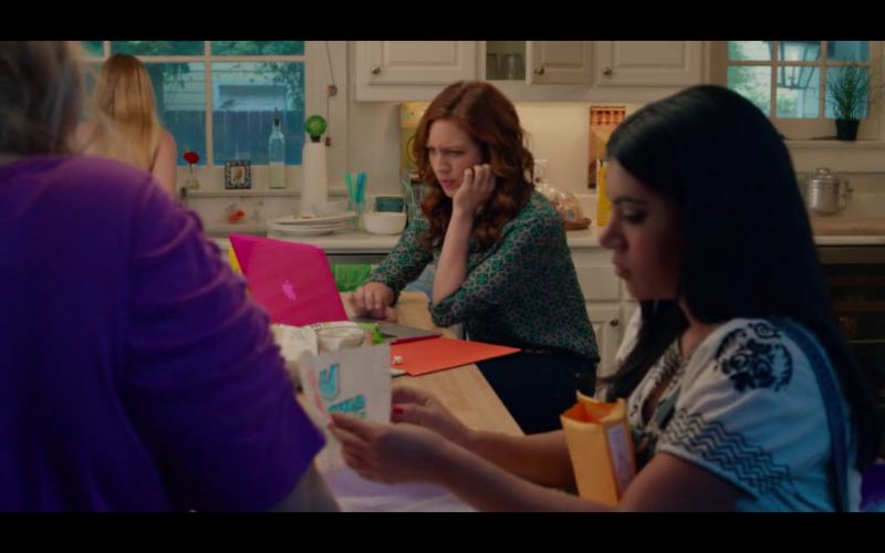 Apple MacBook – Pitch Perfect 2 (5)