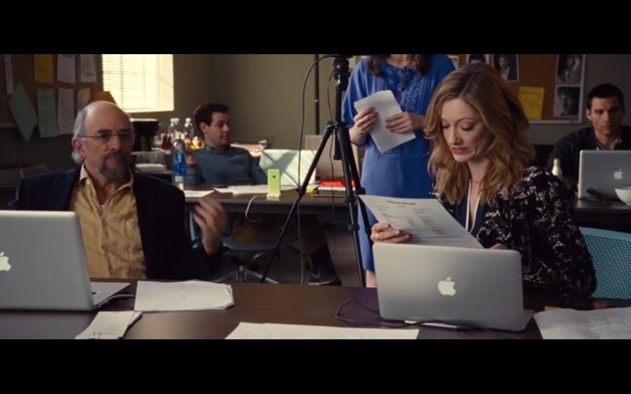 Apple MacBook Pro - Entourage (2015) - Movie Product Placement