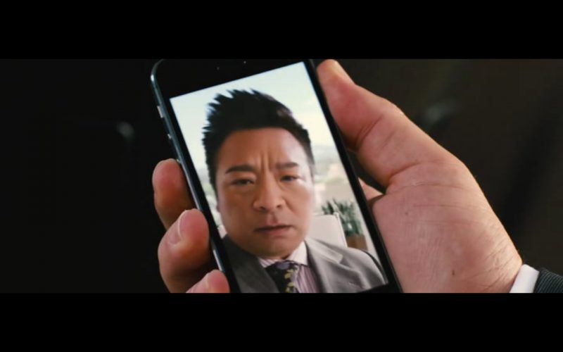 Apple iPhone 5-5S – Entourage 2015 Product Placement (2)