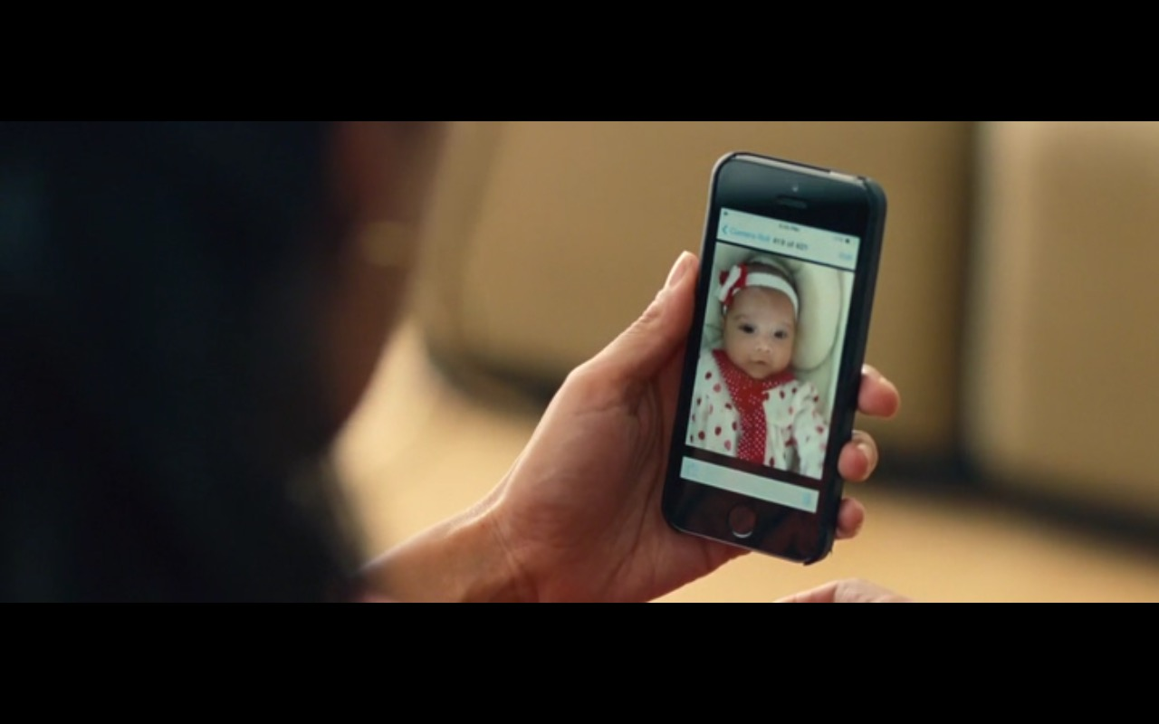 Apple iPhone 5/5S and FaceTime - Entourage (2015) Movie Product Placement