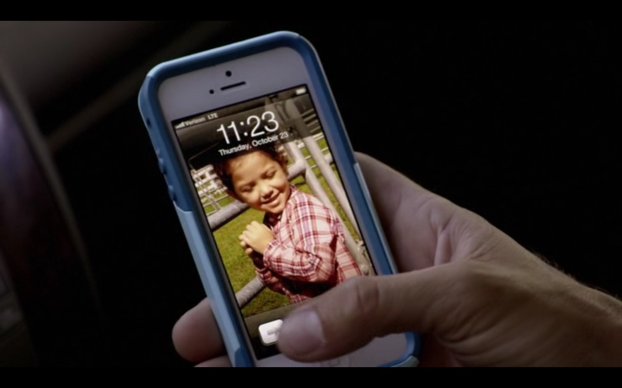 Apple iPhone & Verizon LTE – Self/less (2015) Movie Product Placement