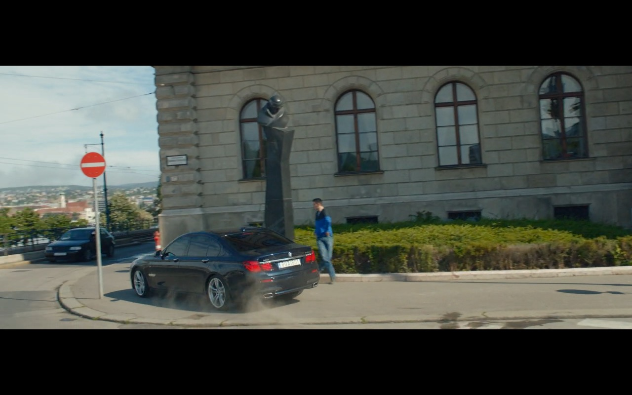 BMW 750D Product Placement in Spy 2015 Movie (5)