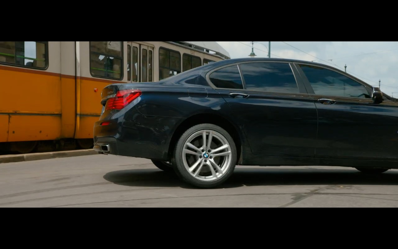 BMW 750D Product Placement in Spy 2015 Movie (7)