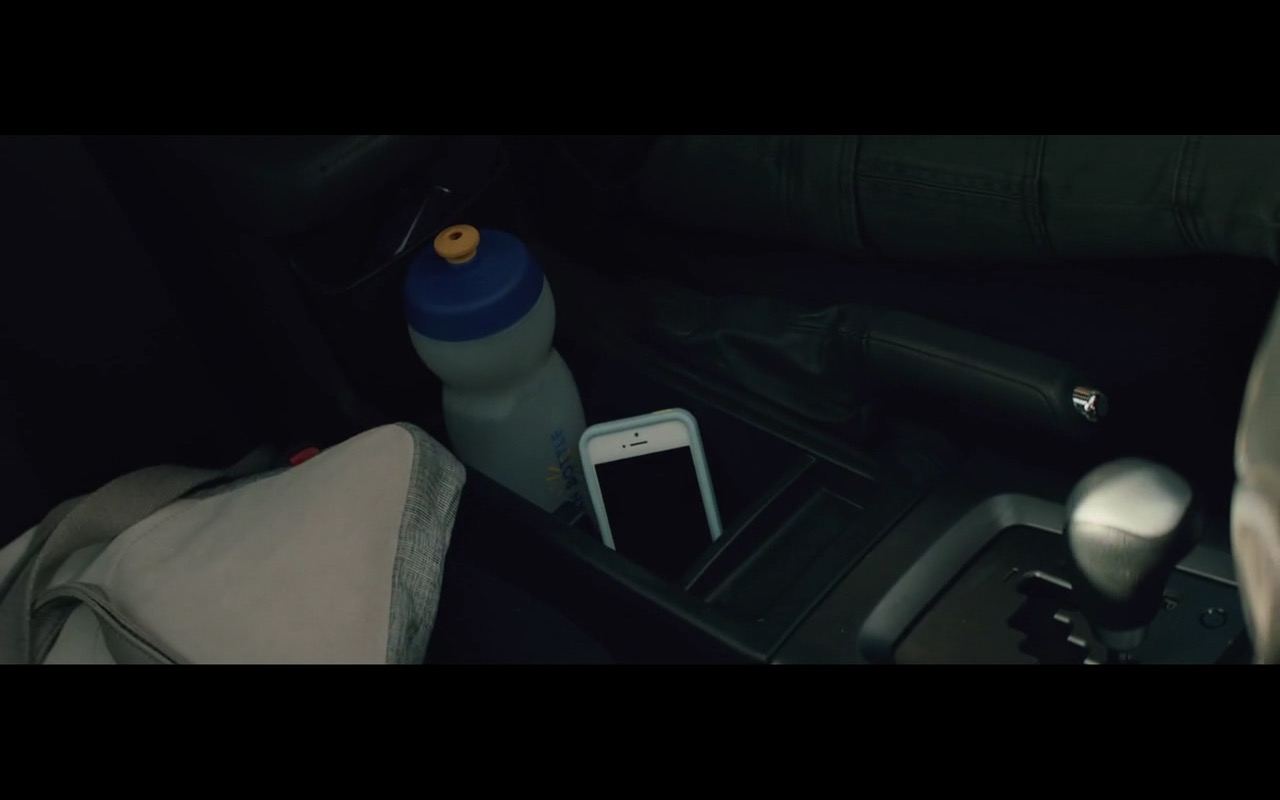 Clean Bottle - San Andreas (2015) - Movie Product Placement