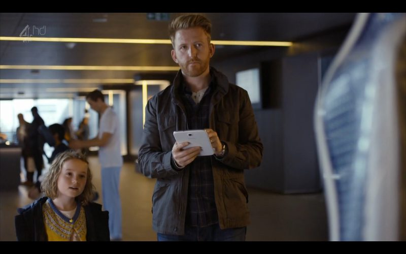 Samsung Galaxy Note 8 - Android Tablet - Humans (TV Series Product Placement) (6)