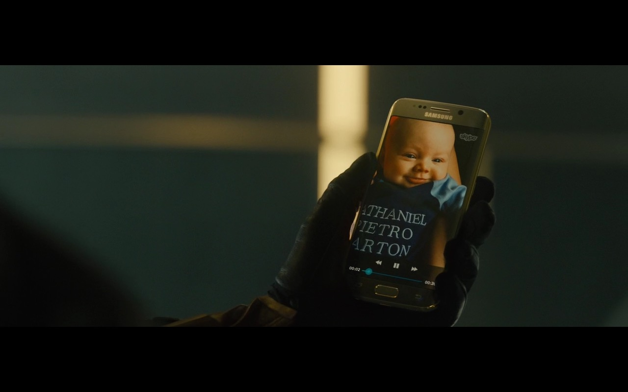 Samsung Galaxy S6 Edge and Skype – Avengers: Age of Ultron (2015) - Movie Product Placement