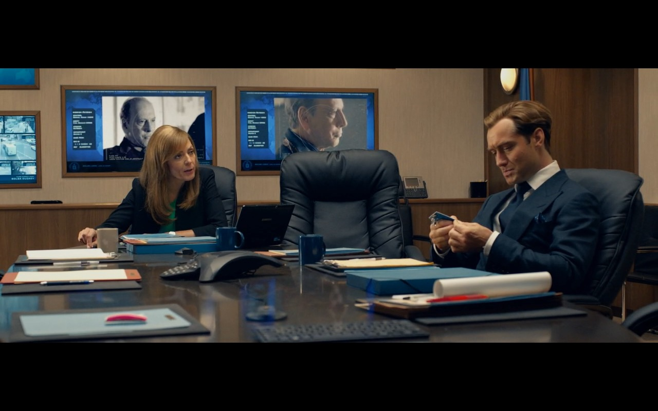 Samsung Notebook - Spy 2015 Movie Product Placement (2)