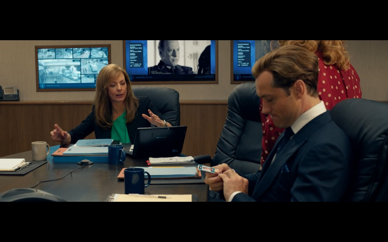Samsung Notebook - Spy 2015 Movie Product Placement (3)