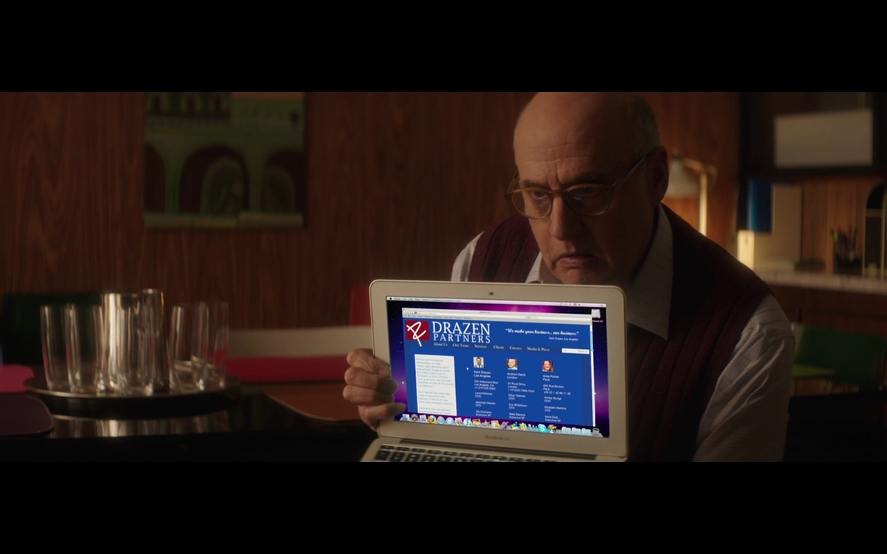 Apple MacBook Air – The D Train (2015) Movie Product Placement