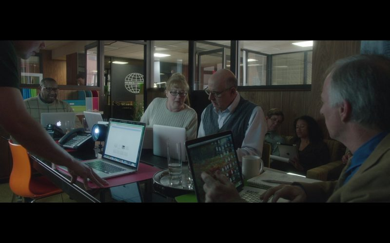 Apple MacBook Notebooks – The D Train (2015) Movie Product Placement