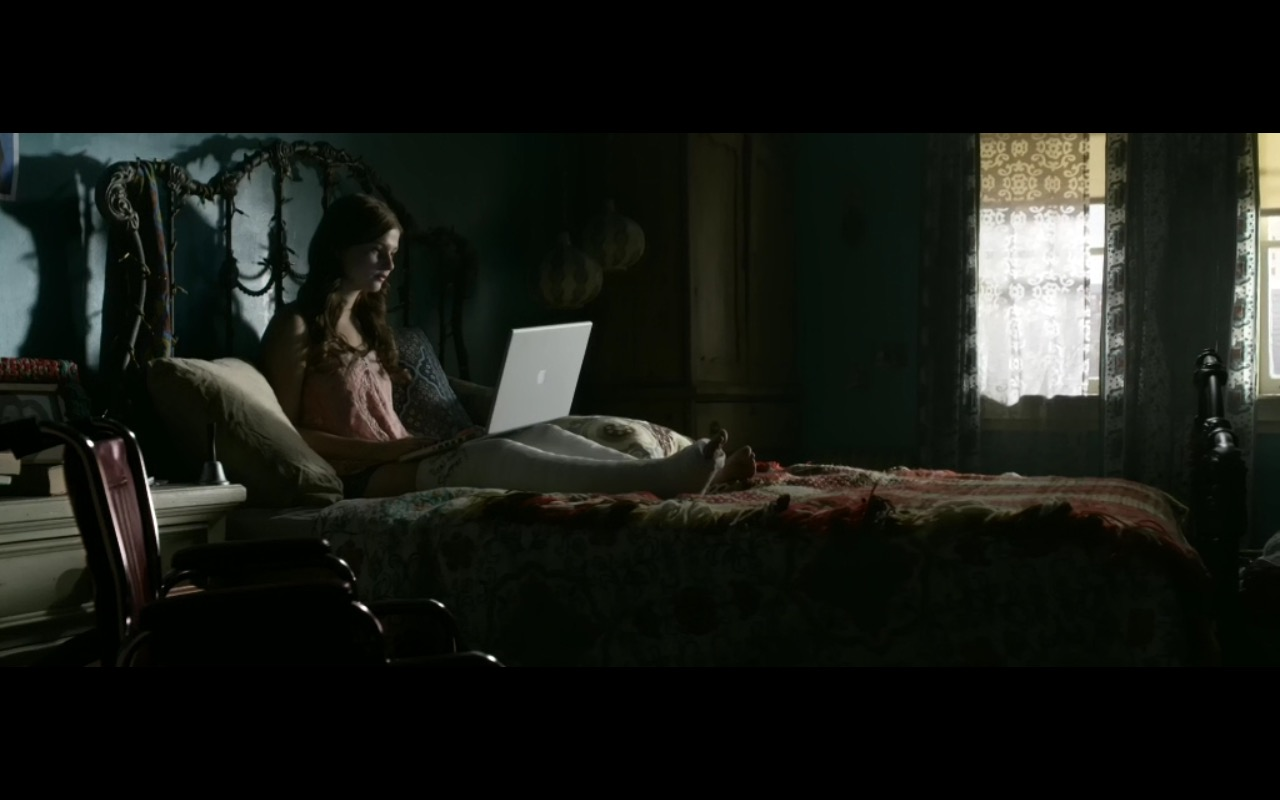 Apple MacBook Pro 15 - Insidious: Chapter 3 (2015) Movie Product Placement