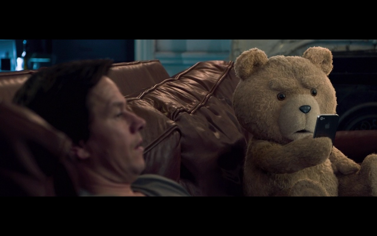 Apple iPhone 4/4s – Ted 2 (2015) Movie Product Placement