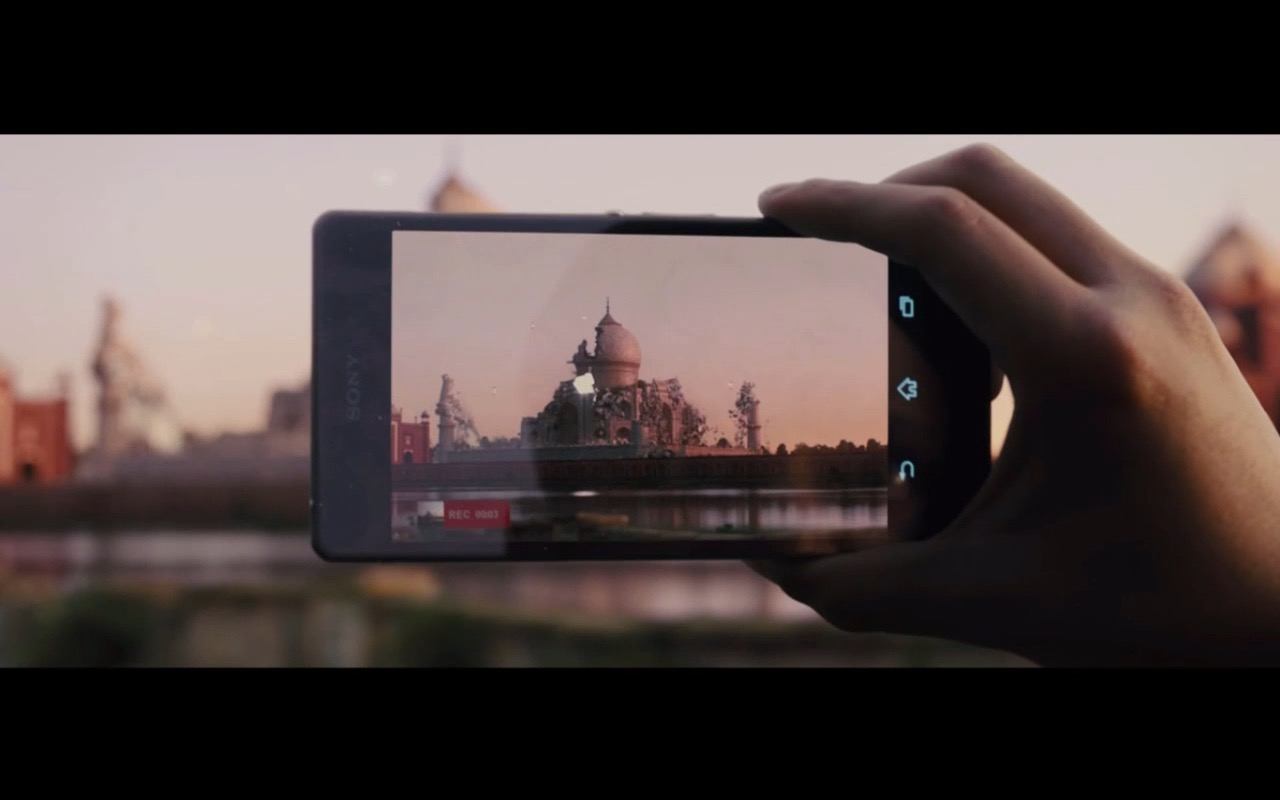 Black Sony Xperia Z3 – Pixels (2015) Movie Product Placement