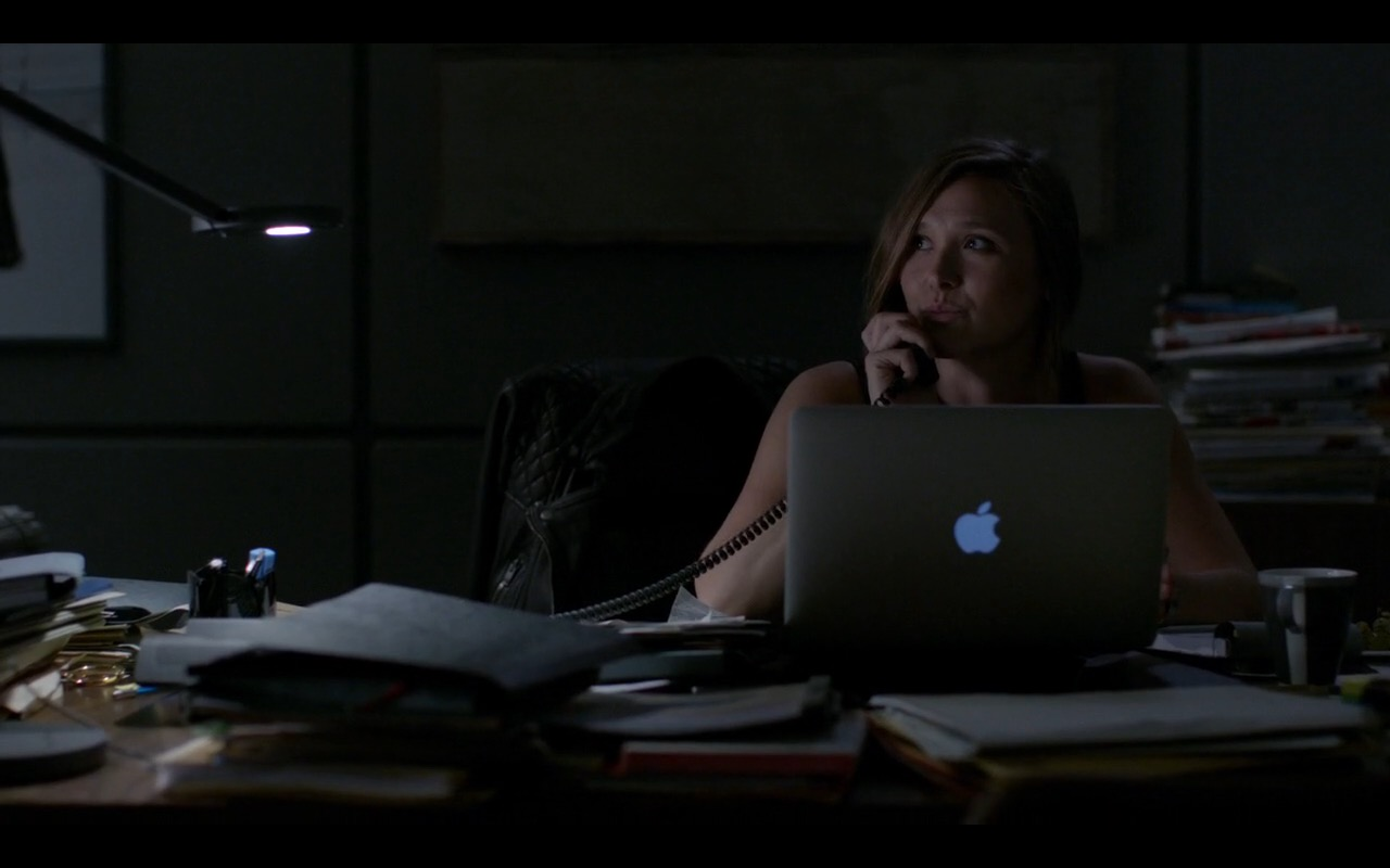 Apple MacBook Pro 15 - Homeland - TV Show Product Placement