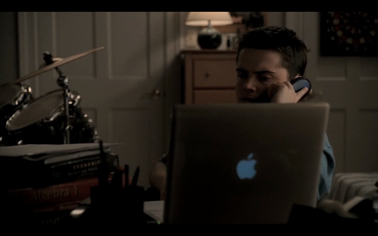 Apple iBook G4  - The Sopranos TV Show Product Placement