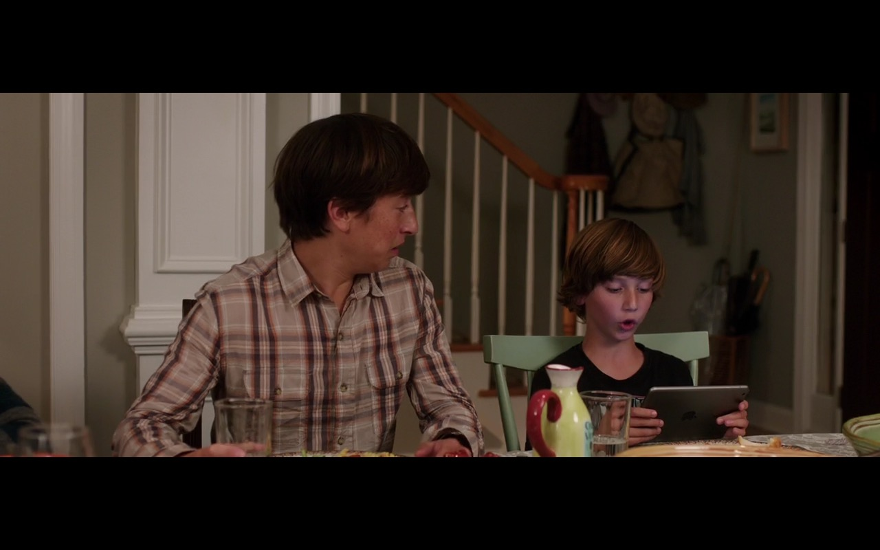 Apple iPad and Instagram – Vacation (2015) - Movie Product Placement