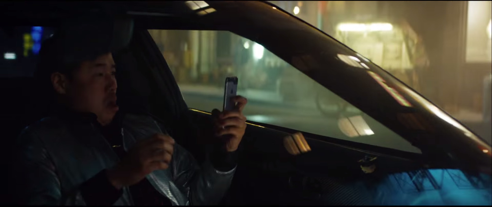 Apple iPhone 6-6S Product Placement in Eminem – Phenomenal Music Video (1)