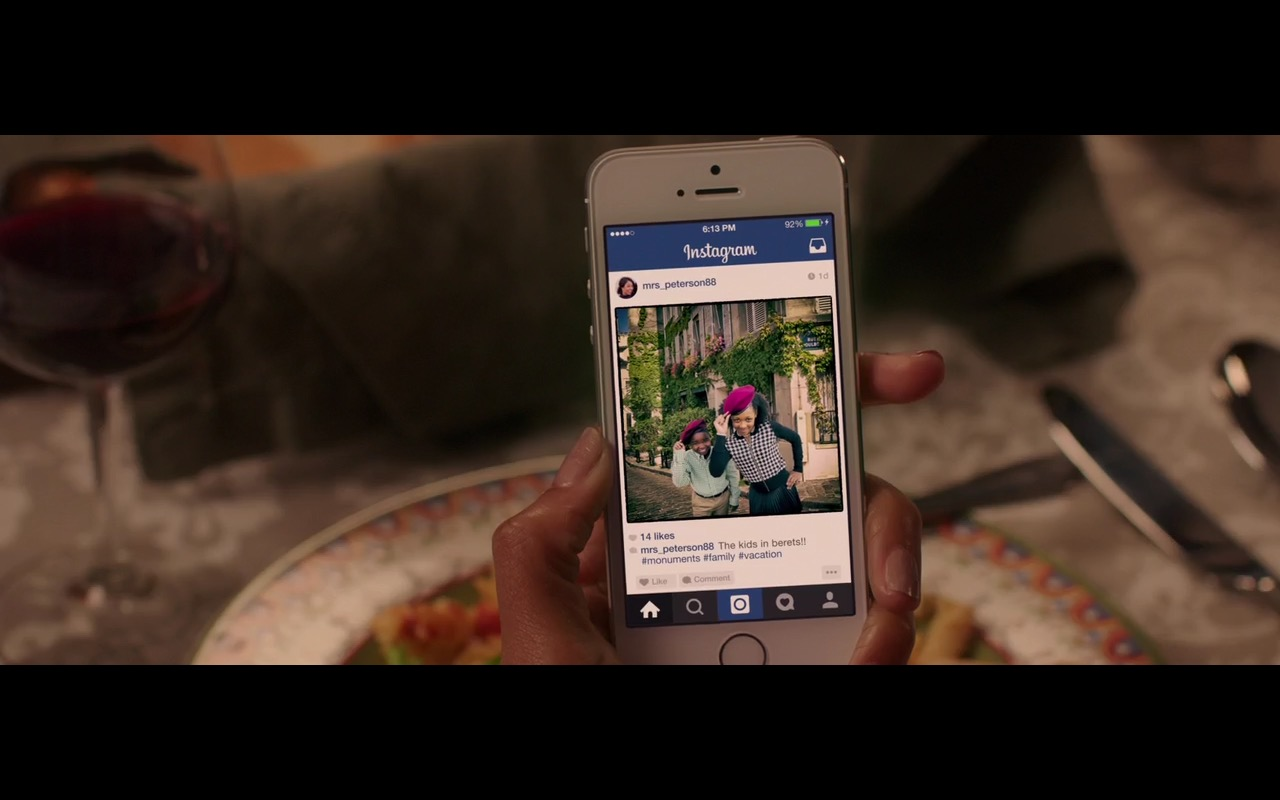 Apple iPhone 6 and Instagram – Vacation (2015) Movie Product Placement