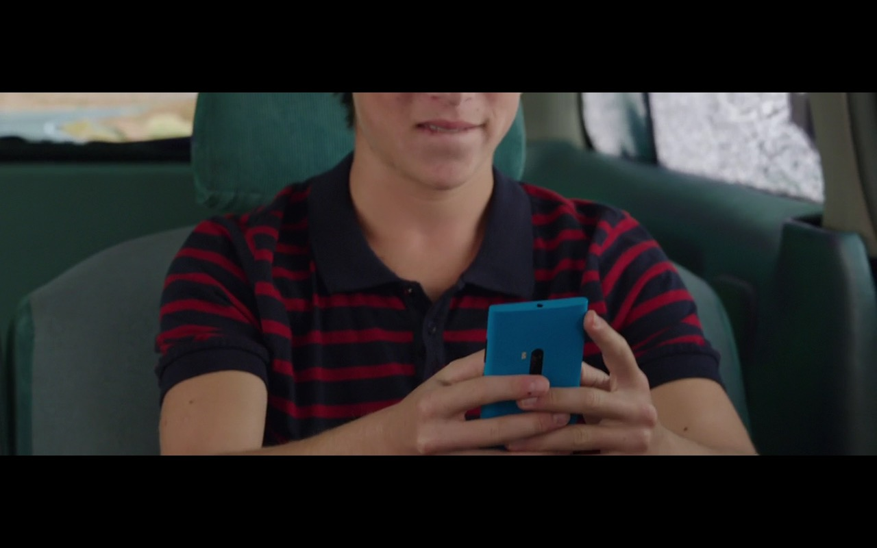 Blue Microsoft Lumia Smartphone – Vacation (2015) - Movie Product Placement
