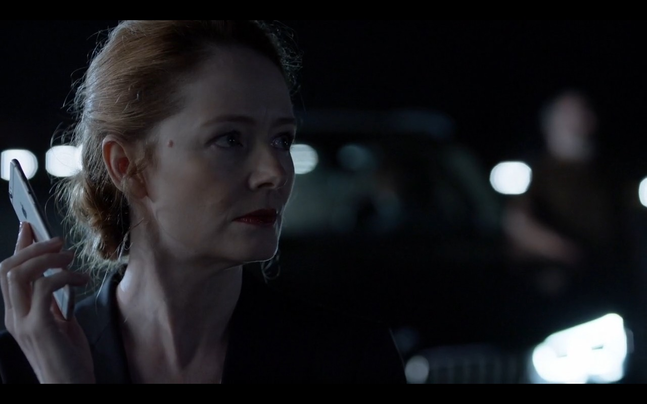 Apple iPhone 6 - Homeland - TV Show Product Placement