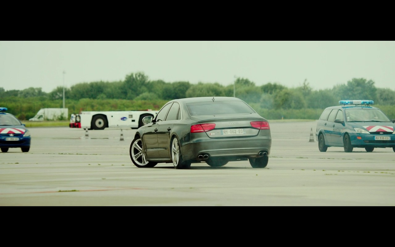 Audi S8 - The Transporter Refueled (2015)