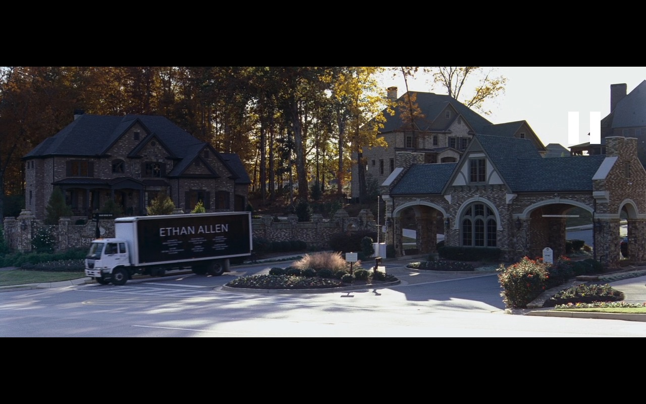 Ethan Allen – The Joneses (2009) Movie Product Placement