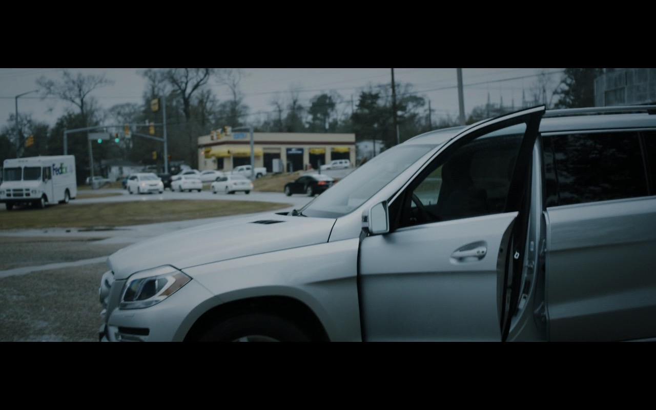 Mercedes-Benz GL 450 4MATIC – Zipper (2015) Movie Product Placement