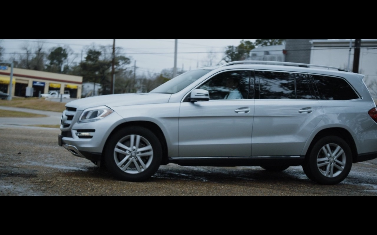 Mercedes benz gl 450 4matic zipper 2015 movie scenes for 2015 mercedes benz gl550