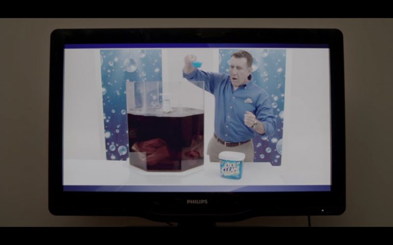 OxiClean Laundry Detergent and Philips TV  – Adult Beginners 2015 Movie Product Placement