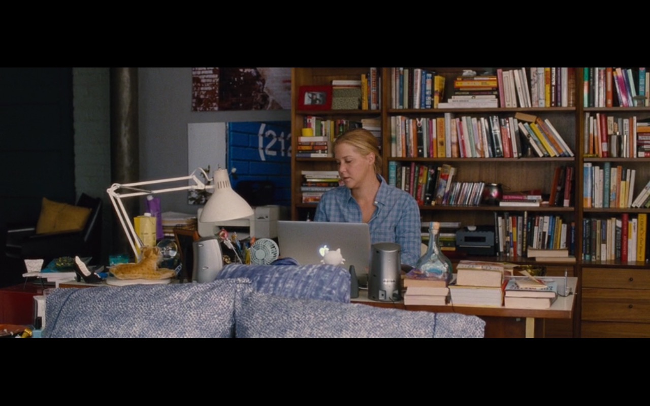 Apple MacBook Pro 15 – Trainwreck (2015) Movie Product Placement