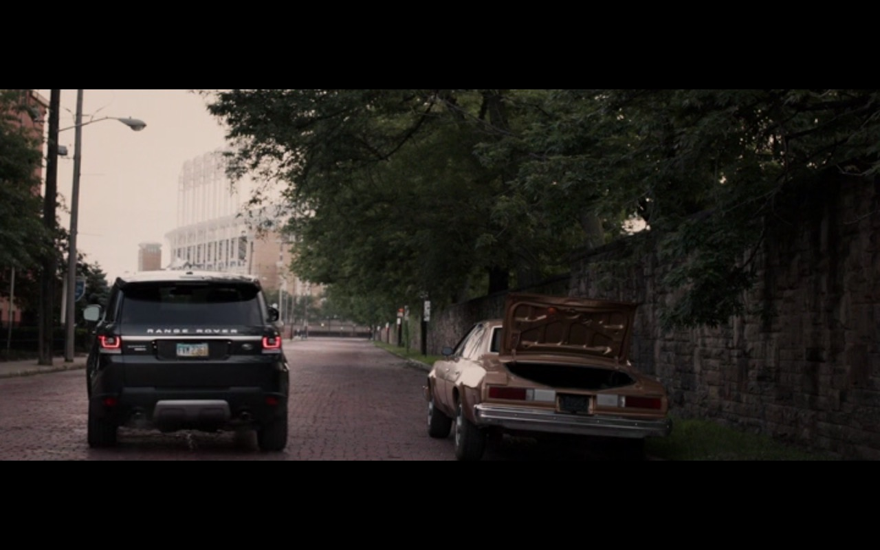 Range Rover Evoque – Criminal Activities (2015) Movie Product Placement