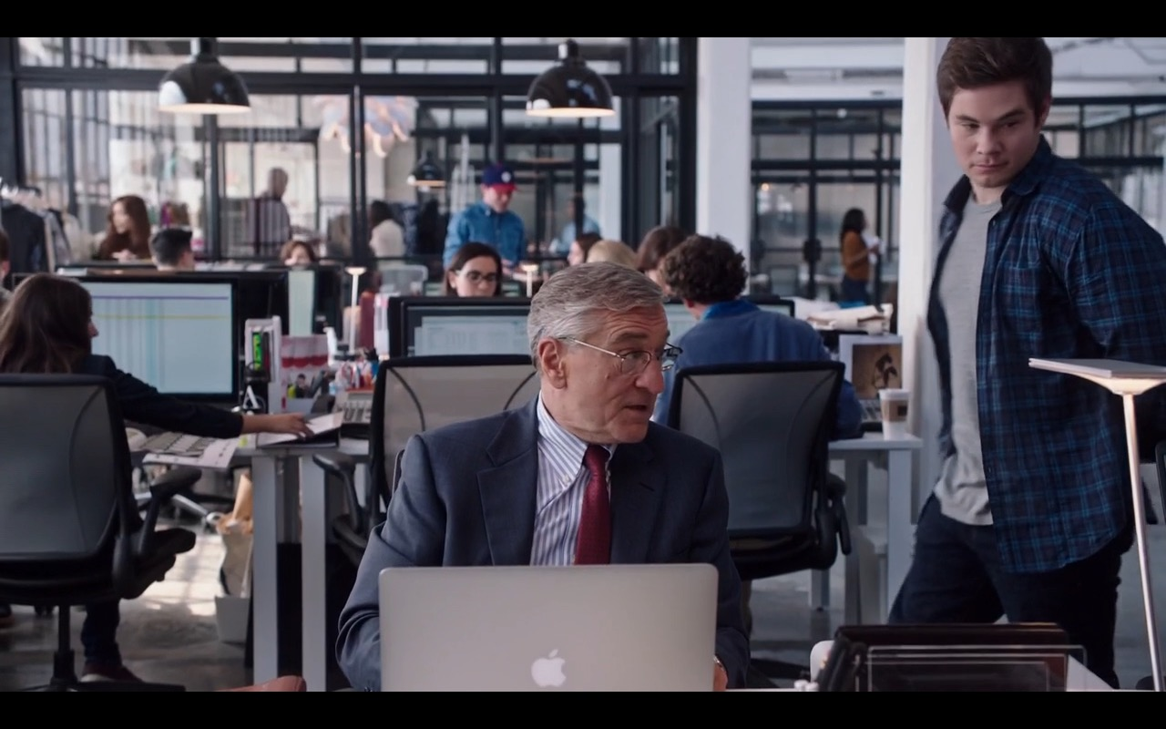 Apple MacBook Pro – The Intern (2015) - Movie Product Placement