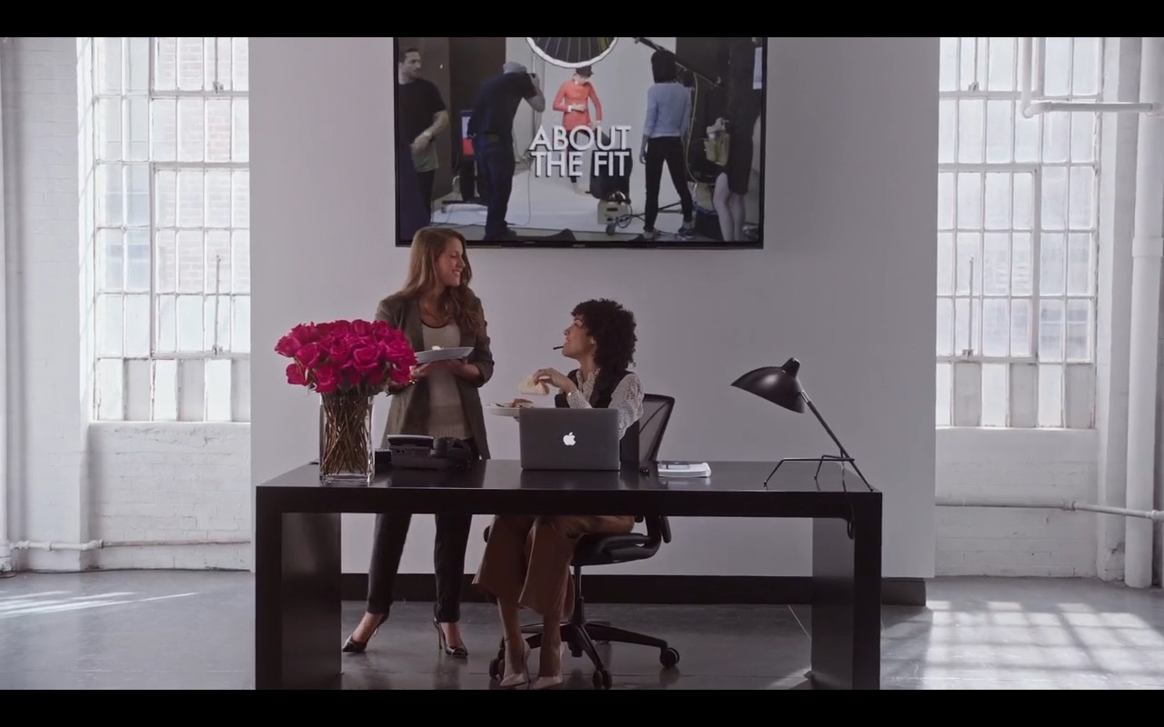 Apple MacBook Pro – The Intern (2015) Movie Product Placement