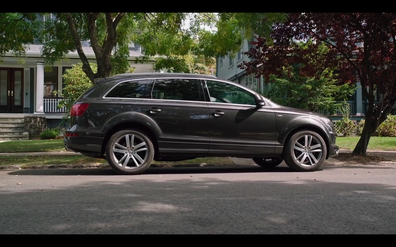 audi q7 the intern 2015 movie scenes. Black Bedroom Furniture Sets. Home Design Ideas